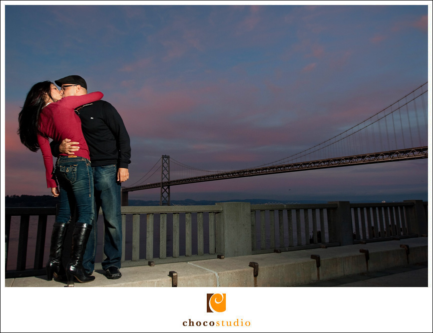 San Francisco photos on the Embarcadero for an engagement photo session