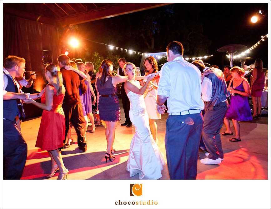 salvestrin-winery-wedding-dancing