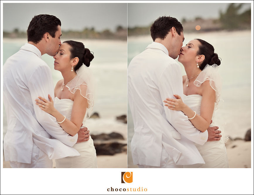 Bride and groom on the beach in Riviera Maya