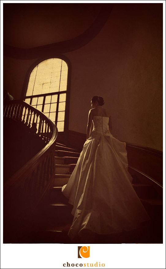Bride on the stairs of Villa Montalvo